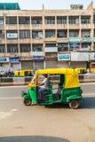 Pousse-pousse de Tuk Tuk à Delhi au cours de la journée Image libre de droits