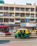 Pousse-pousse de Tuk Tuk à Delhi au cours de la journée Photos libres de droits