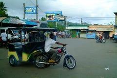 Pousse-pousse/taxi de moteur/dans Samana Photo libre de droits
