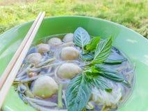 Pousses clair comme de l'eau de roche de l'eau de nouilles de riz Photo stock