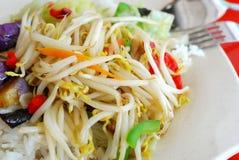 Pousses d'haricot colorées avec du riz Image libre de droits