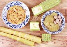 Pousses de bambou frites avec l'oeuf, courge amère chinoise avec BAL de viande Image stock