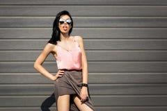 Pousses de mode sur la jolie fille de rue Photo stock