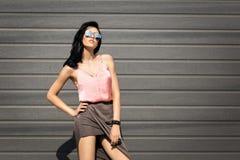 Pousses de mode sur la jolie fille de rue Photos stock