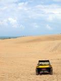 Poussette de plage en dunes de sable Image libre de droits