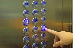 Poussez le bouton 11ème d'ascenseur Images stock