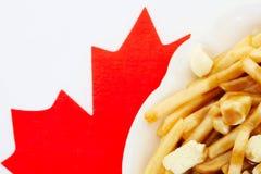 Poutine på kanadensisk flagga Arkivfoto