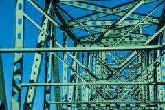Poutrelles et membres du pont en acier Photo libre de droits