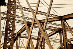 Poutres de passerelle en acier au-dessus de fleuve de Charles, Boston Photo libre de droits