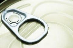 Pouvez avec la traction d'anneau sur le fond blanc Collection d'emballage Photo libre de droits