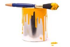 Pouvez de la peinture jaune Photo stock