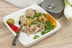 Pouvez du thon, un repas sain avec des légumes Photo stock