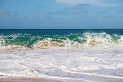 Pouvoir d'onde de l'océan pacifique Images libres de droits