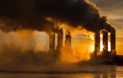 pouvoir géothermique de centrale photos libres de droits