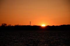 pouvoir Sun, eau et tour de communication Photo libre de droits