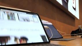 POV使用赞成iPad的人手 股票录像