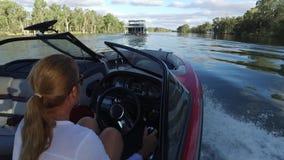 POV από τη βάρκα σκι στον ποταμό Αυστραλία Murray απόθεμα βίντεο