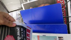 POV εφημερίδα Boris Johnson αγοράς ατόμων απόθεμα βίντεο