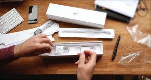 POV και πρώτη προβολή της σειράς 3 ρολογιών της Apple Στοκ Εικόνες