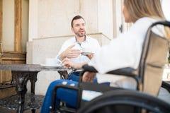 POV женщины в кресло-коляске на дате Стоковое Изображение