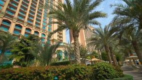 POV auf Atlantis vom inneren Bereich des Hotels stock footage