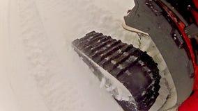 POV av snömopeden arkivfilmer