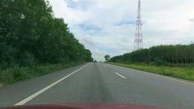 Pov-bilkörning på vägen stock video