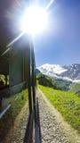 POv del tren al macizo de la montaña de Mont Blanc foto de archivo libre de regalías
