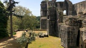 Pov dentro del castillo de Templar de Tomar o del convento de la herencia de la UNESCO de Cristo, originalmente una fortaleza de  almacen de metraje de vídeo