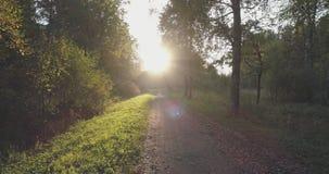 Pov går skottet i löst parkerar i september på solnedgången Arkivfoto