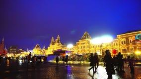 POV op Rode Vierkante, Traditionele Markt, de Klok van het Kremlin, de muur van het Kremlin, Kathedraal stock footage