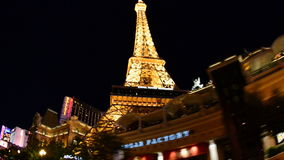 POV que conduce el último casino de Las Vegas en la noche metrajes