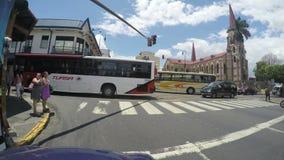POV ruchu drogowego dżem wzdłuż Avenida centrali dokąd Iglesia De Los Angeles Merced w San Jose, Costa Rica zdjęcie wideo