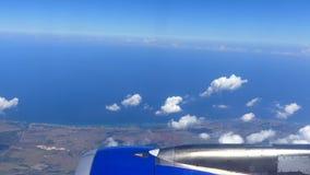 Pov-skott för karibiskt hav från blå himmel för flygplanplats lager videofilmer