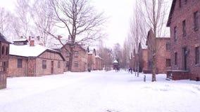 POV strzał Wycieczka turysyczna Auschwitz Birkenau, poprzednia Niemiecka Nazistowska koncentracja i eksterminacja, obozuje 4K ste zbiory
