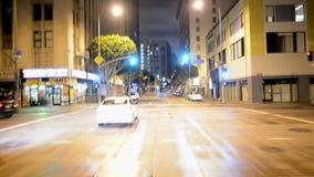 POV-Tijdtijdspanne het Drijven van Los Angeles Van de binnenstad bij Nacht