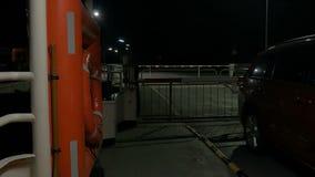 Pov Zanim krzyżujący Kiel cannal z promem przy Nobisfahre, zamyka bramę zdjęcie wideo