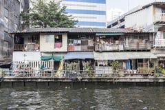 Povere case della gente a Bangkok Immagine Stock