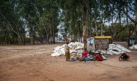 Povertà: operai femminili indiani immagini stock libere da diritti