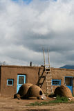 Povoado indígeno de Taos em New mexico, EUA foto de stock