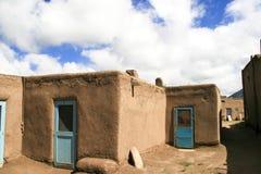 Povoado indígeno de Taos em New mexico, EUA fotografia de stock royalty free