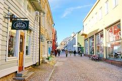 POVOO FINLAND - OKTOBER 18,2015: Att gå steet och shoppar i gammalt Royaltyfri Bild
