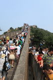 Povos aglomerados na grande parede chinesa Fotos de Stock Royalty Free