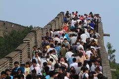 Povos aglomerados na grande parede chinesa Fotografia de Stock Royalty Free