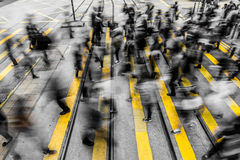 Povos aglomerados que vivem na precipitação Imagem de Stock