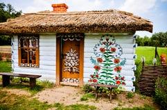 Povos art Casa pintada em Zalipie, Polônia Fotos de Stock Royalty Free
