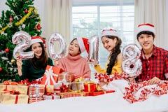 Povos asiáticos na festa de Natal fotografia de stock
