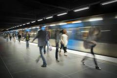 Povos borrados na plataforma do metro Fotografia de Stock Royalty Free