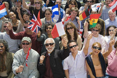 Povos com as bandeiras de país diferentes Fotografia de Stock Royalty Free