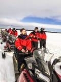 Povos com o 'trotinette' da neve na excursão Foto de Stock Royalty Free